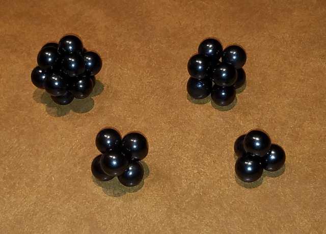 Solides platoniques construits avec des aimants en hématite